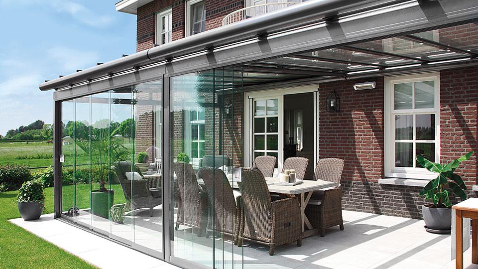 Terrassenüberdachung mit Ganzglas Schiebetüren