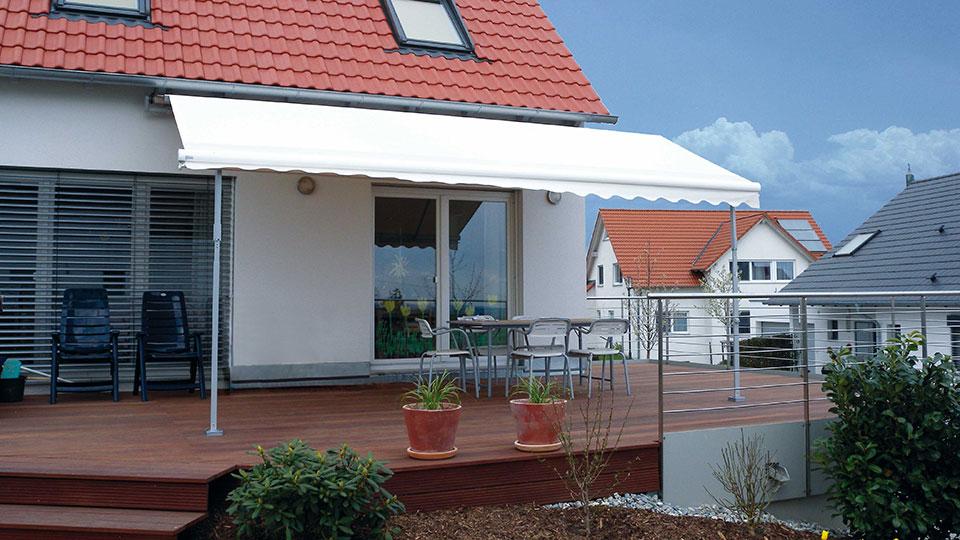 Regenmarkise auf einer Terrasse