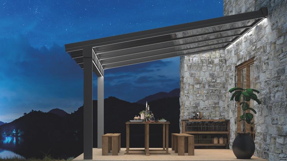 Terrassenüberdachung mit LED-Lichtsystem